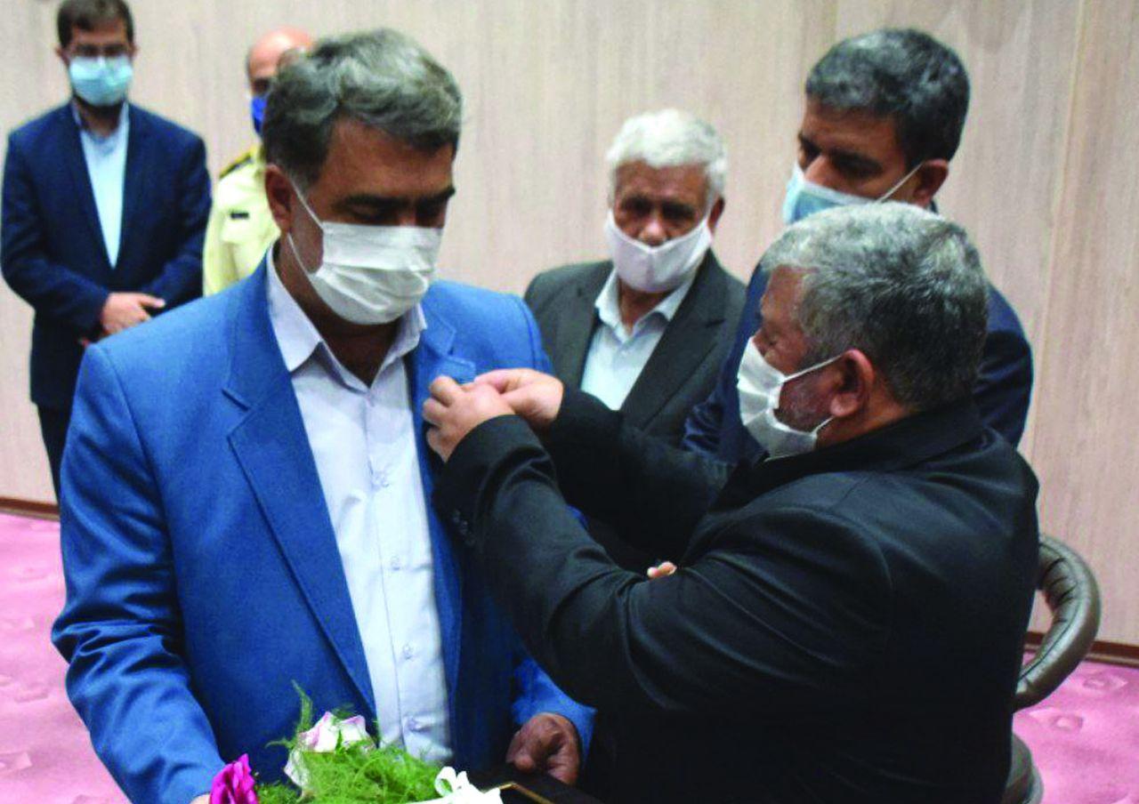 اهدا نشان رضوی به مهندس محمدرضا احمدی شهردار مراغه